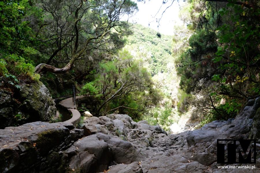 Szlak pod samym wodospadem 25 źródeł