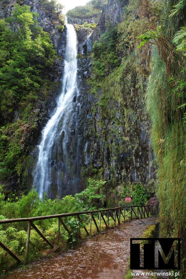Wodospad Risco wraz ze szlakiem