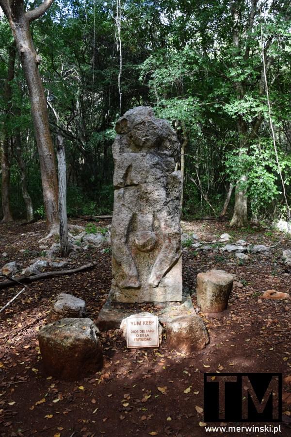 Relief boga płodności w Sayil