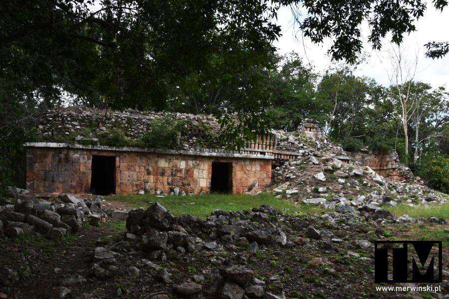 Zniszczony budynek Majów w Sayil