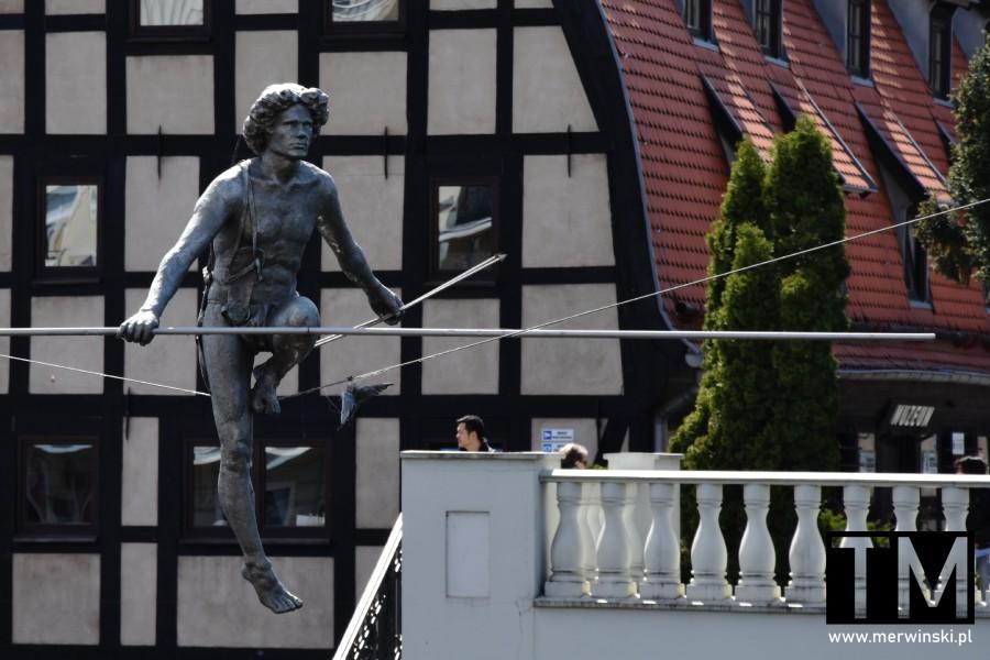Rzeźba Przechodzący przez rzekę w Bydgoszczy
