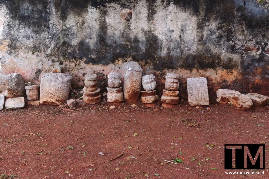 Rzeźby głów Majów w Labnie