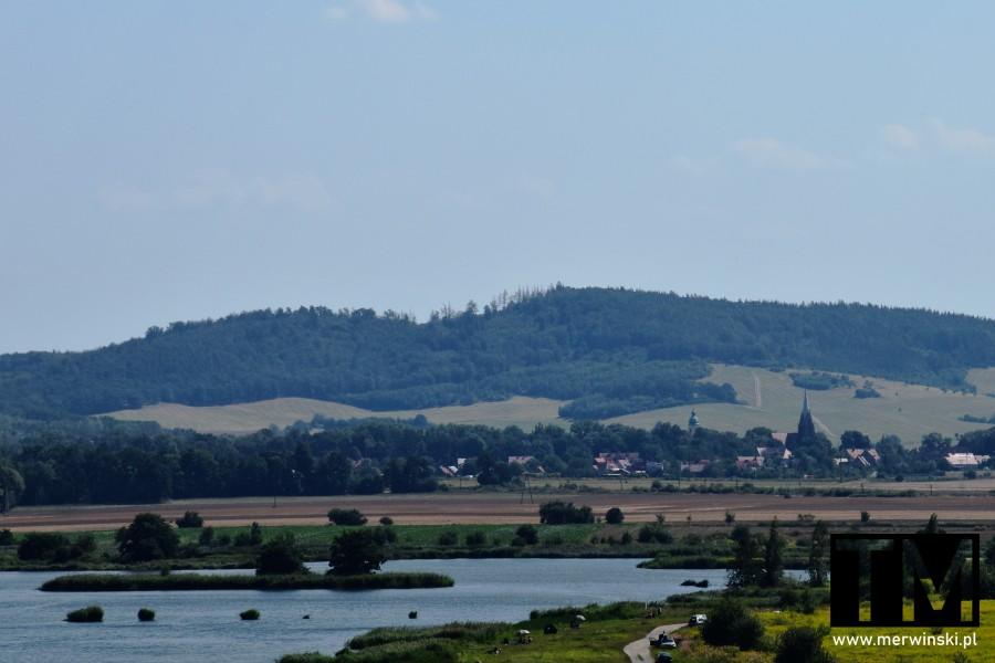 Widok z wieży widokowej w Mściwojowie na Rogoźnicę