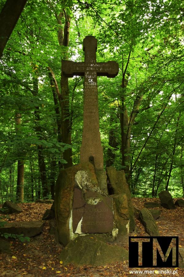 Krzyż będący pomnikiem Alberta I