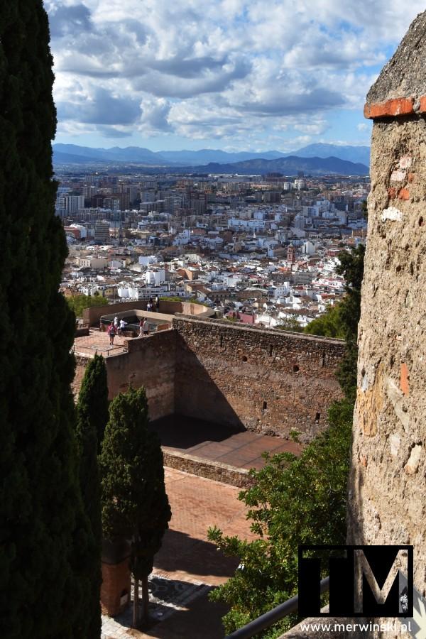 Widok z Alcazaby na Malagę