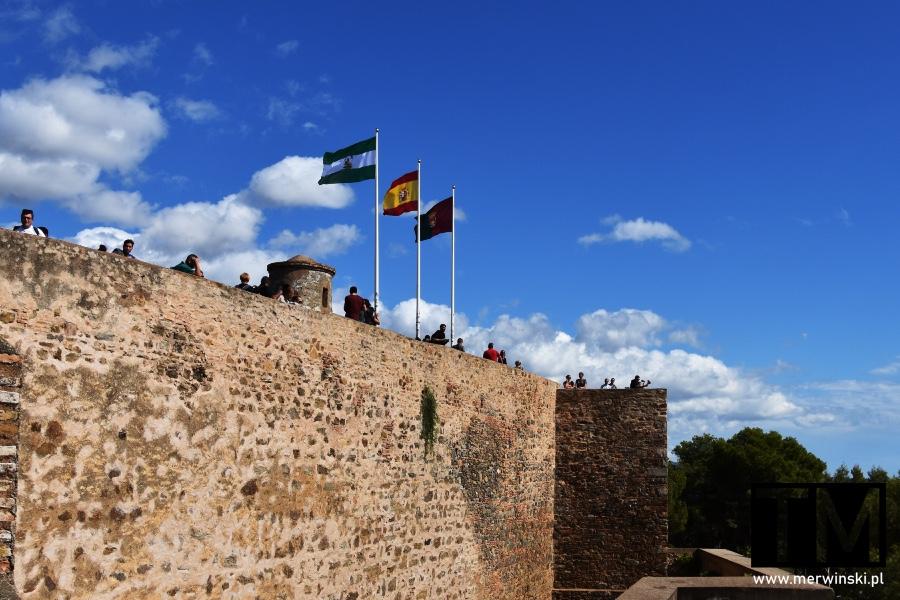 Flagi na murach Alcazaby