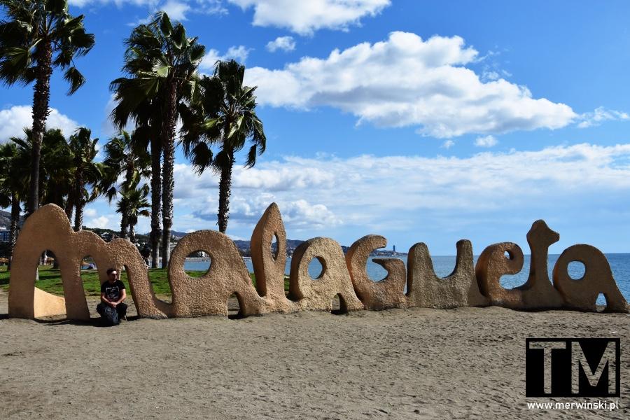 Napis Malagueta na plaży w Maladze i Tomasz Merwiński
