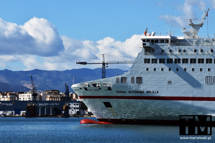 Okręt w porcie w Maladze