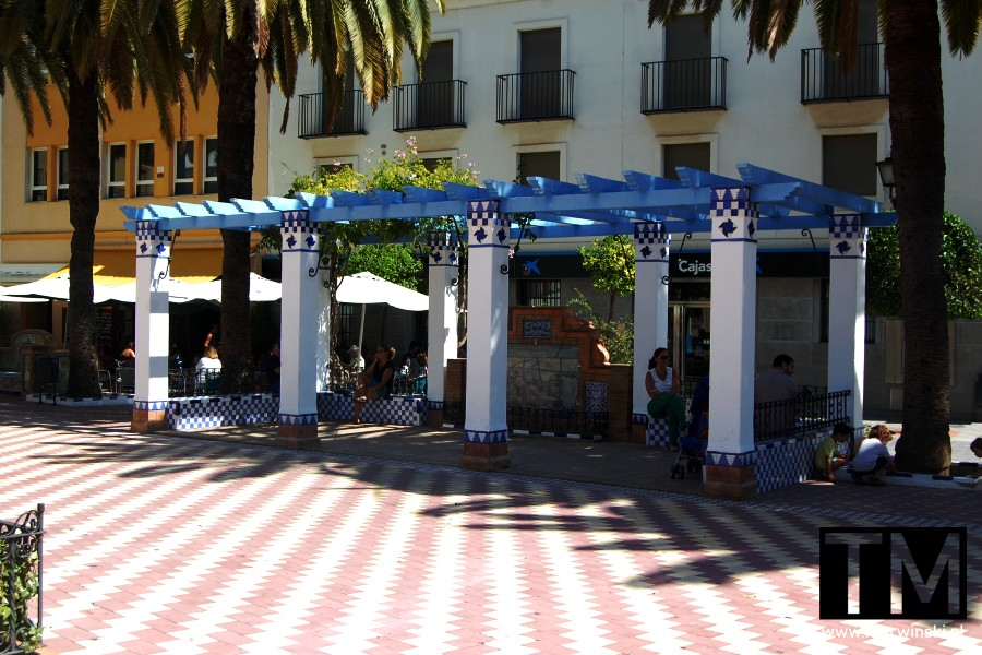 Pergola na Plaza de la Laguna w Ayamonte