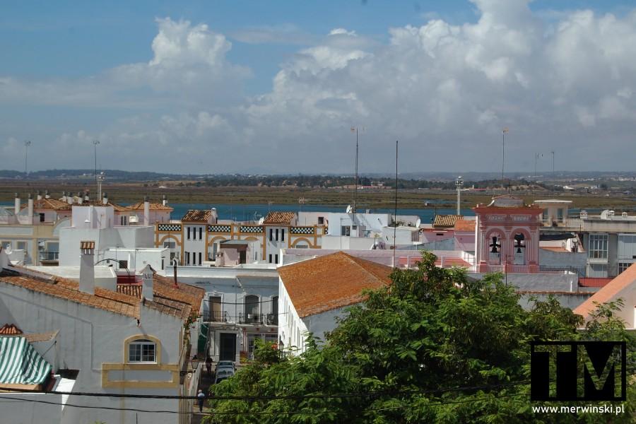 Dachy budynków w hiszpańskim Ayamonte