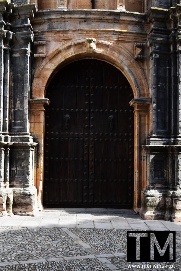 Brama kościoła Santa María la Mayor