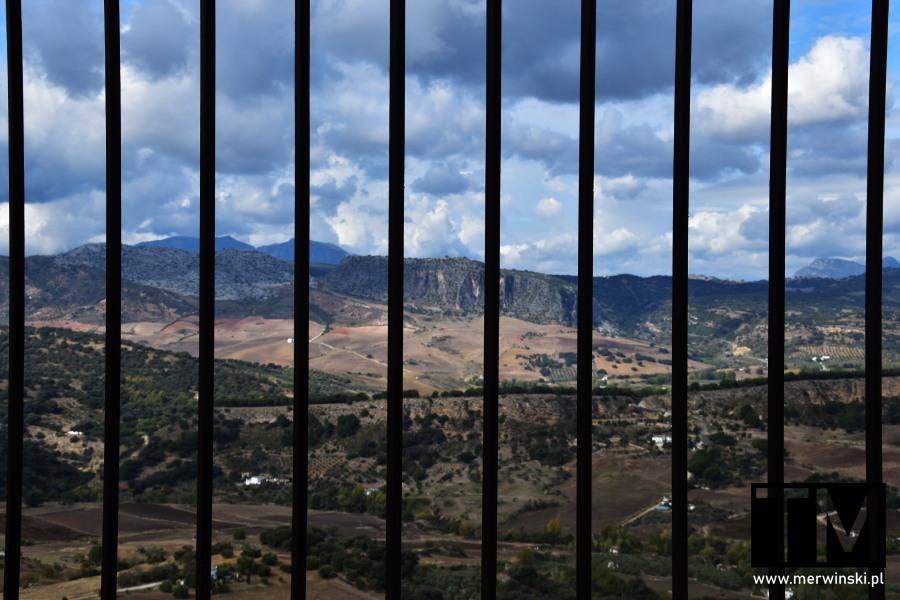 Góry za kratami w Andaluzji