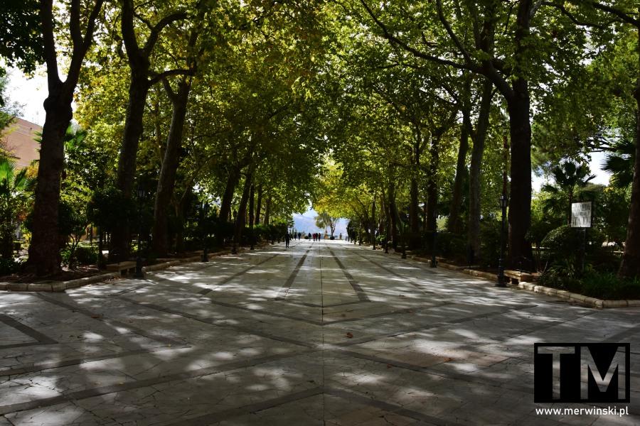 Park miejski Alameda del Tajo w Rondzie w Andaluzji