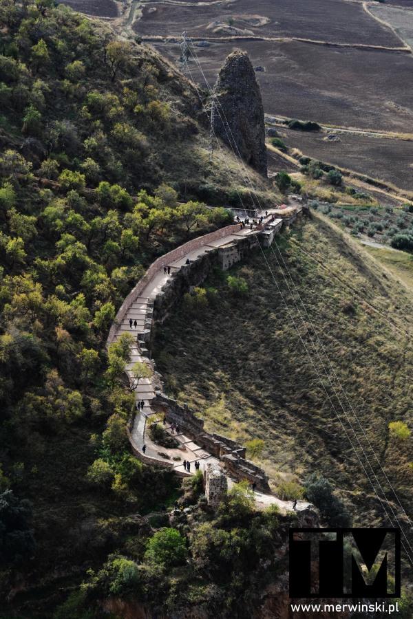 Ścieżka wzdłuż skał Rondy w Andaluzji