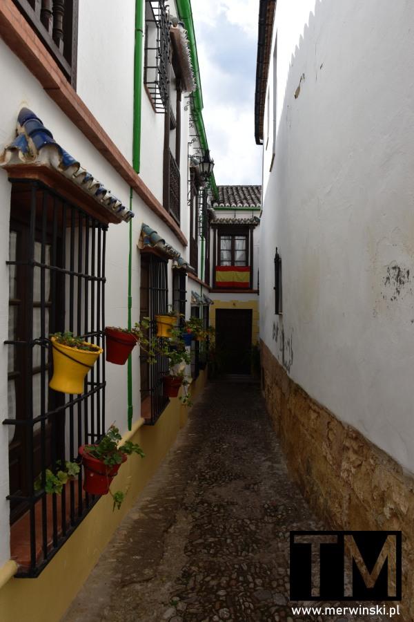 Flaga Hiszpanii w andaluzyjskiej Rondzie